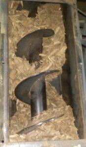Illustration d'un combustible poussièreux non adapté dans un cas de vis de transfert oblique